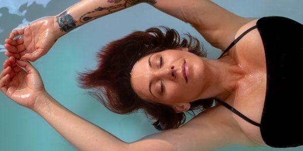 float-therapy-girl-oxmka836ydhluw02xx5pz58dis320xdmo45tj2unqw